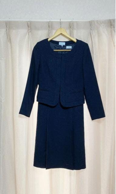 J-ING ノーカラージャケット フォーマル ワンピーススーツ  < 女性ファッションの