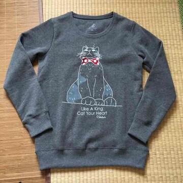 nekotsubo・リボン猫キャラクター柄トレーナー。チャコール