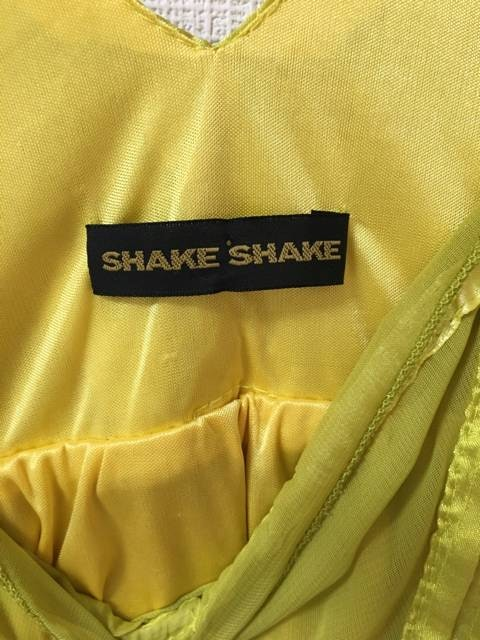 新品未使用 SHAKE SHAKE ワンピース 2次会にも < ブランドの