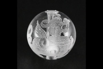 ☆神獣ヒキュウ右向き☆12mm水晶ビーズ1個☆