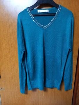 ∞ 緑色のセーター