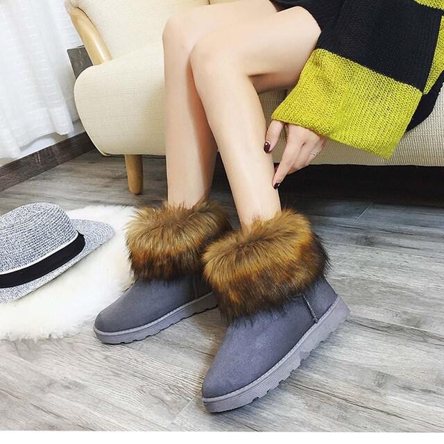 ふわふわファー付き ムートンブーツ フラットシューズ ブーツ < 女性ファッションの