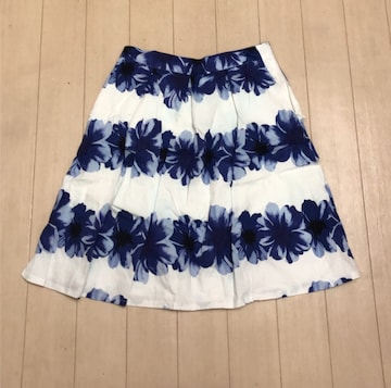 rienda☆フラワーフレアスカート♪ホワイト×ブルー