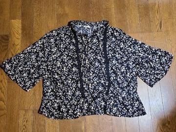 送料無料/大きいサイズ4Lブラック花柄/袖&裾フレア五分袖チュニック