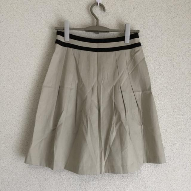 アイシービー新品 シルク混みタックスカート オンワード樫山●  < 女性ファッションの