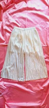 ★UNIQLOアイボリーホワイト裏地付き薄手シワ加工スカートパンツ