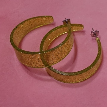 【値下げ不可】新品未使用!!黄緑 シルバーラメ ピアス
