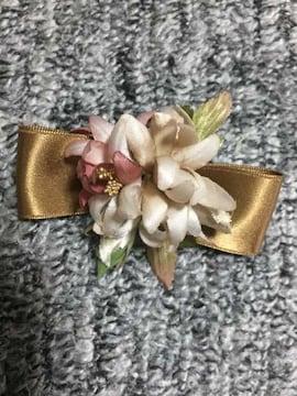 お花とサテンリボンのコサージュ アートフラワー