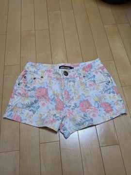 【美品】セシルマクビー レディース花柄ショートパンツ Sサイズ