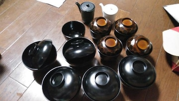 黒お椀蓋つき13×13高さ9位5つ10×10高さ8茶色4つ未使用
