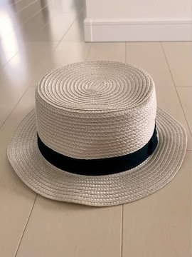 グレーっぽいベージュシンプル黒リボン男女いけるかんかん帽54