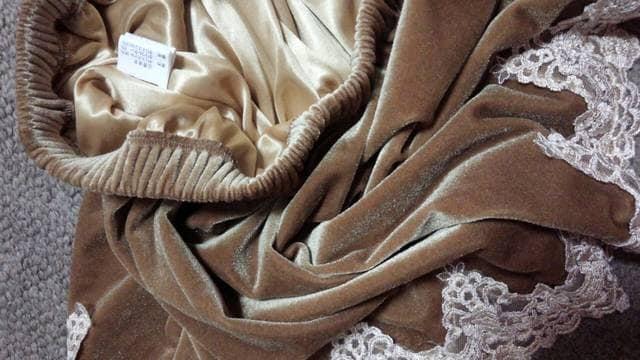 ゴールドベージュショートパンツベロア調アイボリーラメレースM < 女性ファッションの