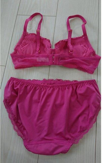 新品 トリンプ下着上下セット ブラショーツセット ピンク < 女性ファッションの