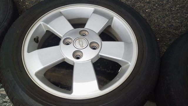 軽carにシボレークルーズ純正アルミ165/65R15オマケ程度タイヤ付き < 自動車/バイク