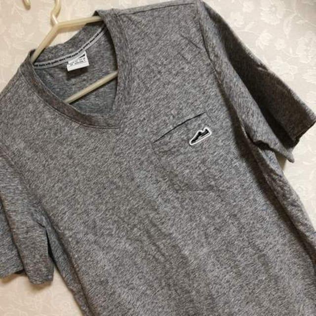 中古 超美品  プーマ   V首  シャツ 半袖 Tシャツ メンズ < ブランドの
