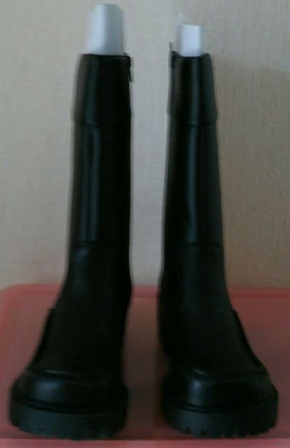 黒のブーツ  < 女性ファッションの