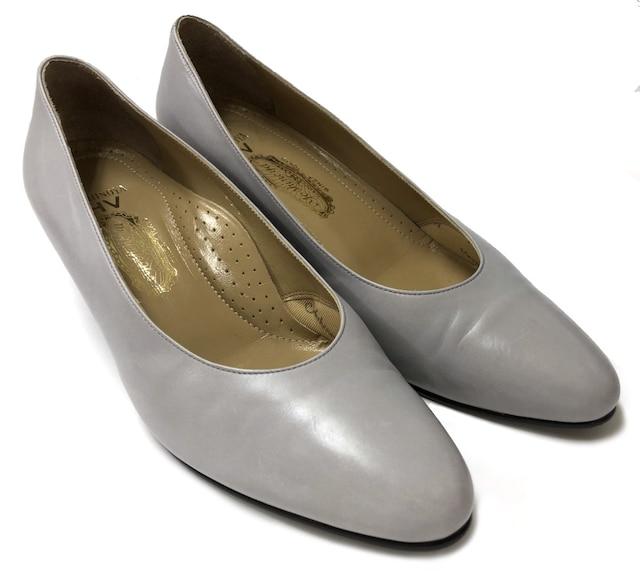 銀座ヨシノヤYoshinoyaパンプスローヒール靴グレーレデ  < 女性ファッションの