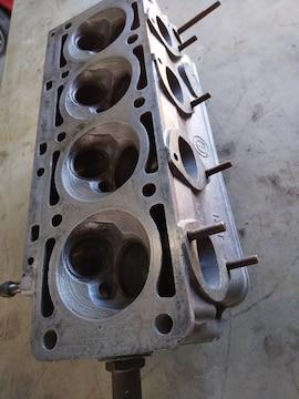 BMW-2002-ターボーエンジン用シリンダーへツト