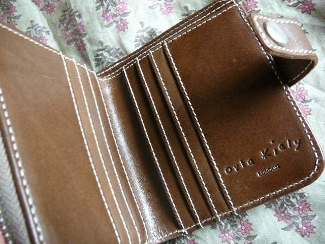 オーラカイリーブラウン皮革&コーティング折財布 < 女性ファッションの