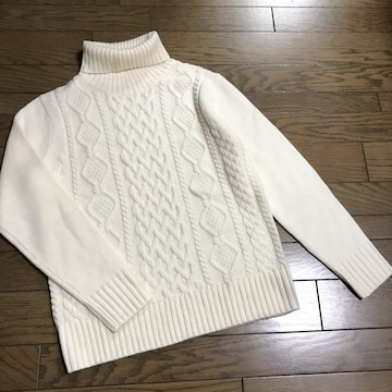 GUジーユー 男性用ケーブル編みタートル白ニット 男女兼用OK