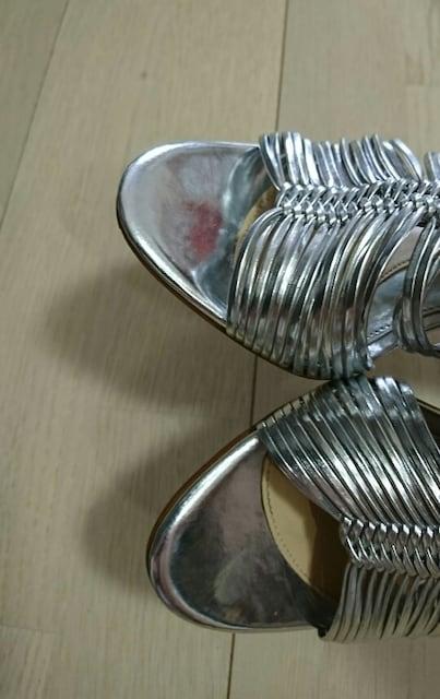 値下げ カラーノ 定価約2万円 シルバーサンダル < 女性ファッションの