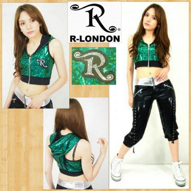 R-LONDON アールロンドン フードショートベスト キラキラ  < 女性ファッションの