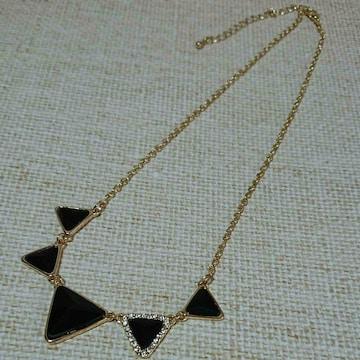 ブラック三角モチーフゴールド色ネックレス 新品未使用