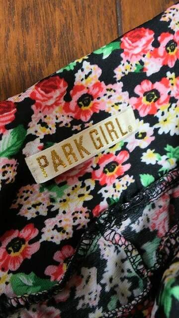 【美品即決】PARK GIRL◆ストレッチ◆BLACKフラワーサルエル < 女性ファッションの
