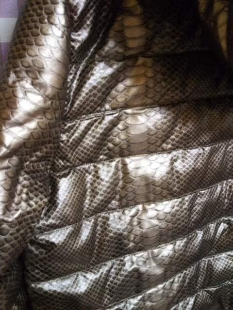 *IMPERIOUS ゴールド 蛇柄 スネーク サイズXL フード脱着可 同梱不可 < 男性ファッションの