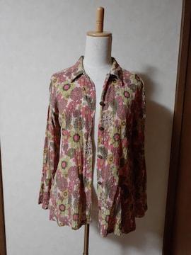 ガネーシュ 長袖シャツ 薄いピンク×花柄 総柄 個性的