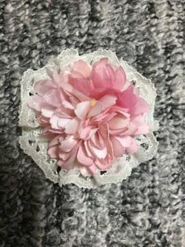 白レースとピンクのお花のコサージュ アートフラワー