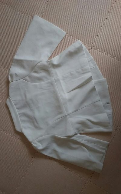 新品 白 5部袖ジャケット  < 女性ファッションの