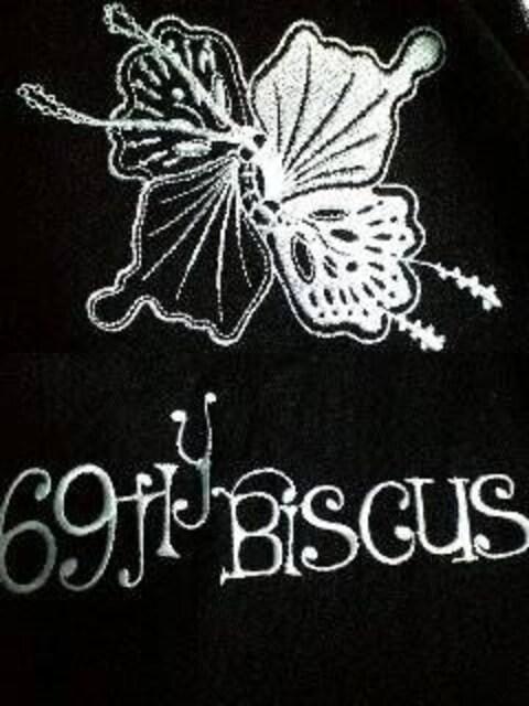 新品TROISOトロワゾ 刺繍ヘンリーネックラグラン5分袖T S < 男性ファッションの