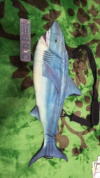 サメの形のリアルなバック