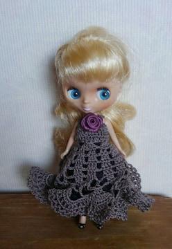 プチブライス濃グレーのレース編みドレス
