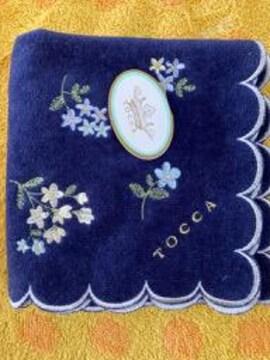 トッカ タオルハンカチ 小花柄ネイビー