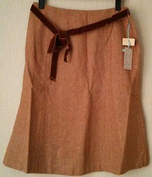 落ち着いた赤エンジ系スカート
