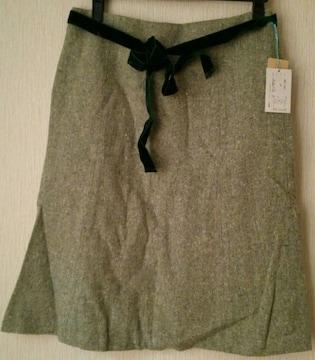 落ち着いたグリーン系スカート