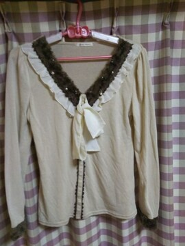 ★axes オシャレデザイン 真珠タイプ飾り ファー 長袖 カットソー サイズM★