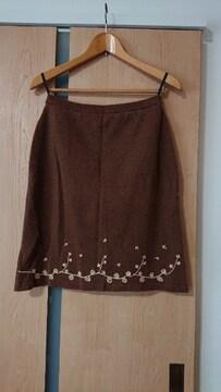 新品 #訳あり 花柄刺繍 茶色 スカート 膝丈スカート M