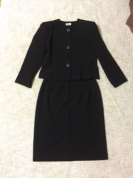220.新品☆ブラックフォーマル☆黒スーツ☆サイズ15号