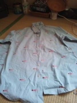 水玉柄のシャツ