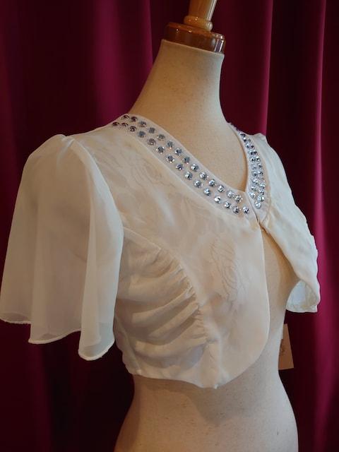 I1845 新品 F ボレロ ホワイト ビジュー レース シフォン フレア < 女性ファッションの