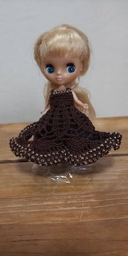 プチブライス茶色のレース編みドレス