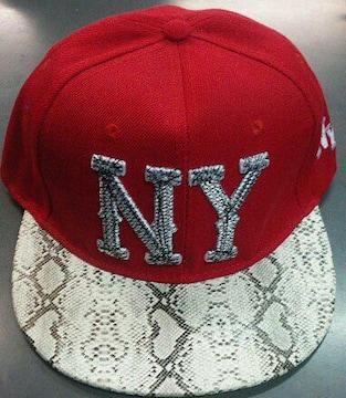 新品☆ニューヨーク☆ヘビ柄風赤キャップ☆白ロゴ帽子☆NY
