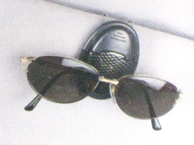 ★3色より★サングラスホルダー(眼鏡)�A  < 女性ファッションの