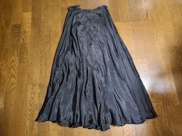 送料無料/黒/薄手サテン風素材ヒラヒラロングフレアスカート
