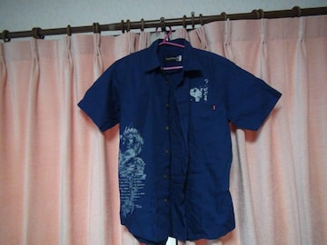 クリムゾンの半袖ドレスシャツ(M)!。