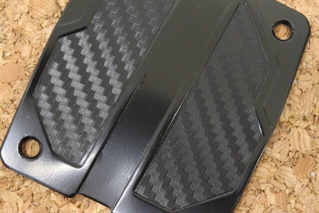 汎用カーボン調アルミペダル MT用 ブラックXカーボン < 自動車/バイク