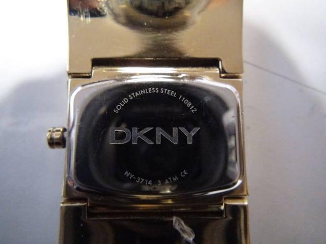 DKNY の腕時計電池式クォーツ 製 動作確認済 !。 < 女性アクセサリー/時計の